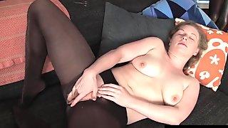 Hottie Lili Masturbating Her Pussy