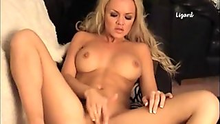 Horny Frankiebabe strips off sexy lingerie and toys her pussy on sofa