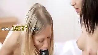 lezz teenies play with brutal dildo