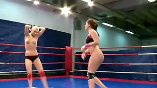 Lesbian amateur licks pussy in a boxing ring
