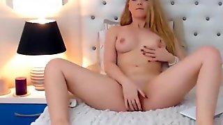 Hot webcam babe BellaaSweet